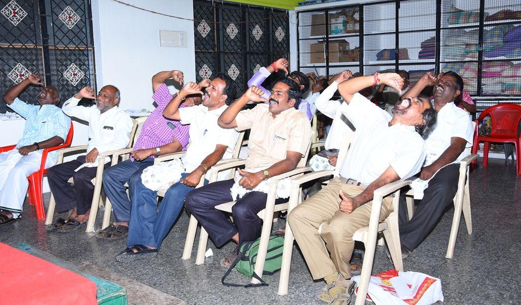 முப்பெரும் விழாவில் சிரிப்பானந்தாவின் 'சிரிப்பு யோகா' நிகழ்ச்சி