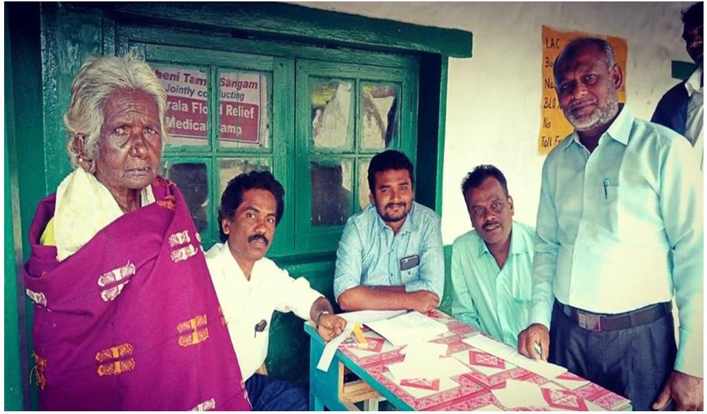 கேரளா வெள்ளப்பாதிப்புப் பகுதியில் இலவச ஆயுர்வேத மருத்துவ முகாம் - படம் - 11