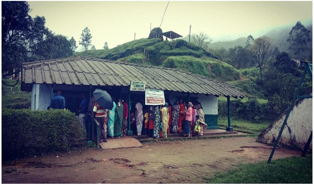 கேரளா வெள்ளப்பாதிப்புப் பகுதியில் இலவச ஆயுர்வேத மருத்துவ முகாம் - படம் - 4
